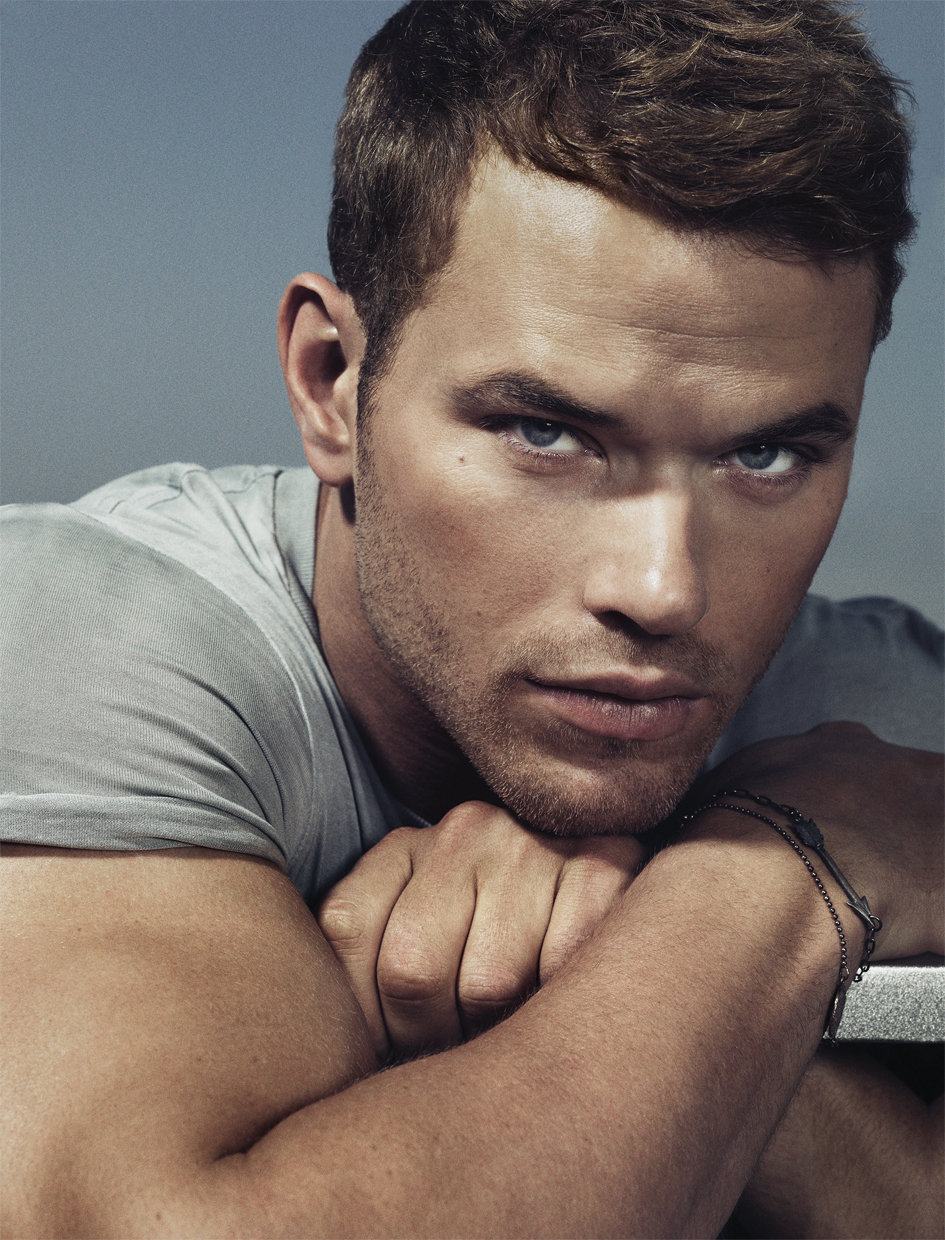 Click-to-see-Kellan-Lutz-naked