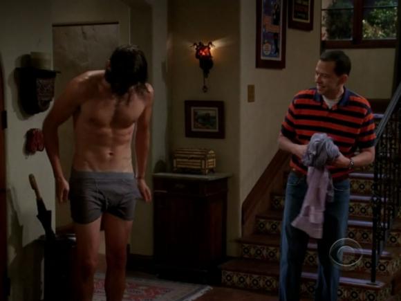 ashton-kutcher-naked-nude-two-half-men-09202011-04-580x435