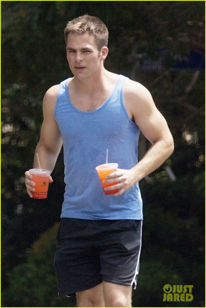**EXCLUSIVE** Chris Pine goes for a jog in Los Angeles and cools down with a fresh squeezed juice