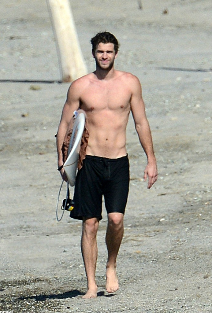 Liam Hemsworth exposed her strong body - Naked Male