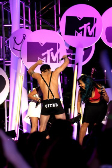 Bella Thorne and Tyler Posey host the MTV Fandom Awards