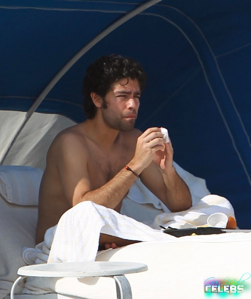 Adrian Grenier Showing Off Her Fairly Impressive Dong – The Male Fappening