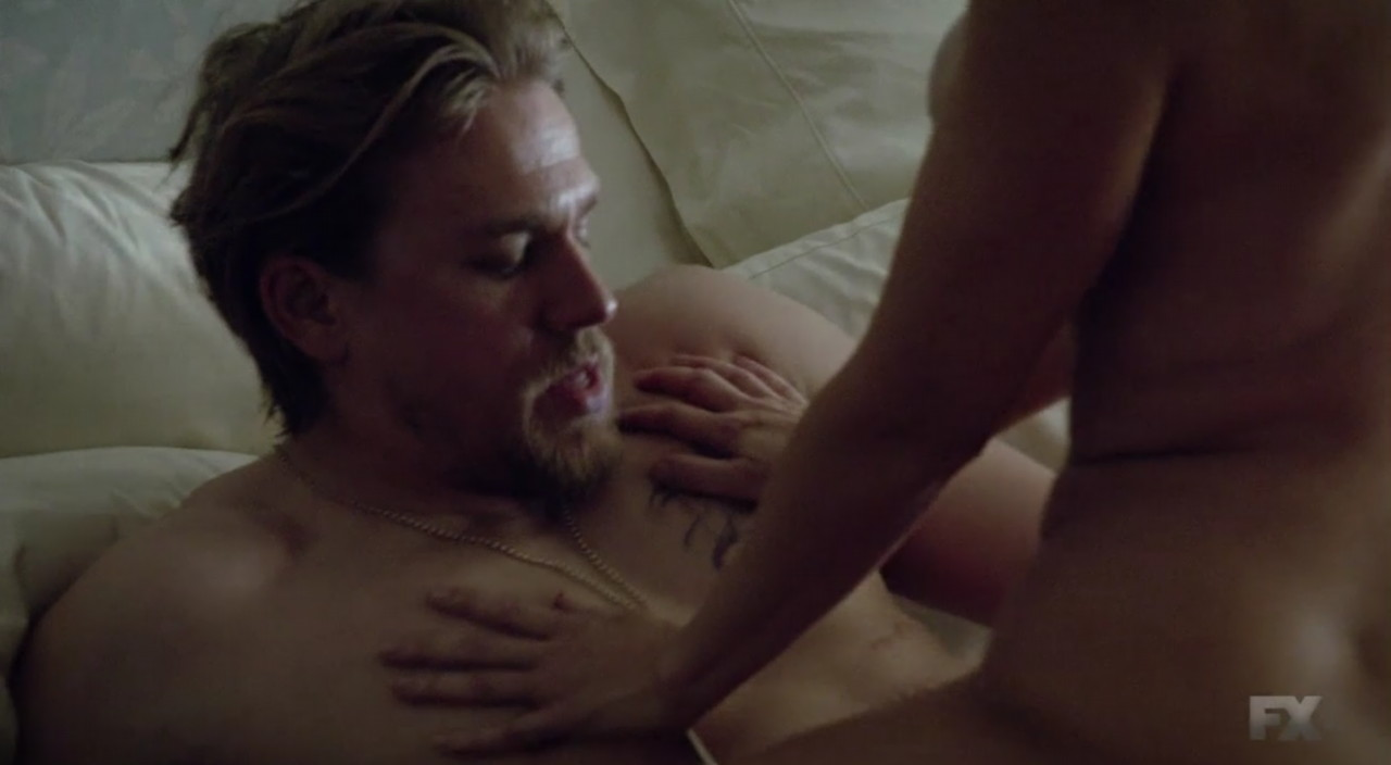 charlie hunnam nude sexy
