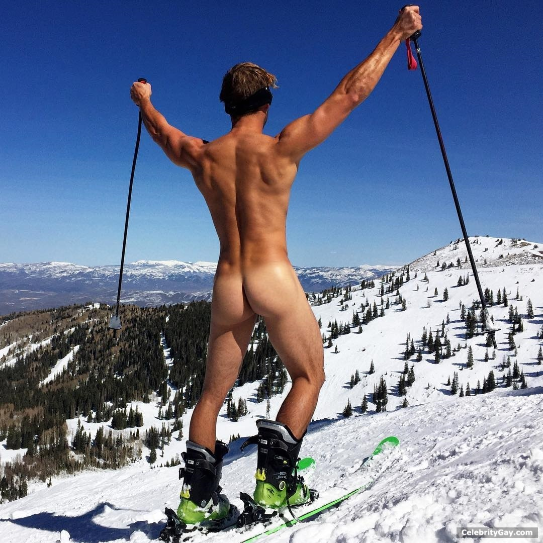 Max Emerson Naked (2 Photos)