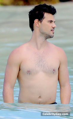 Taylor Lautner: Standing Basically Naked With Everyone