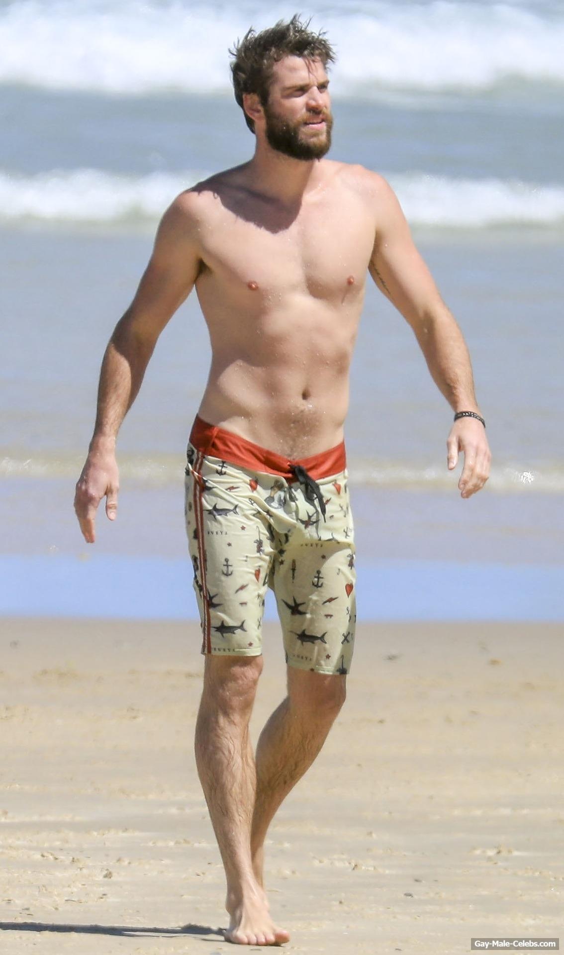 WE LOVE HOT GUYS: Chris Hemsworth Goes Shirtless