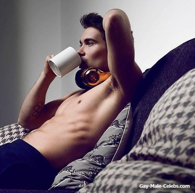 Daniel Goodfellow Naked (5 Photos)