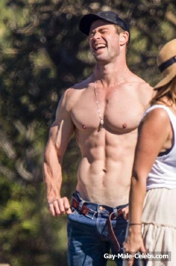 Liam & Chris Hemsworth Shirtless (5 Photos) - The Male