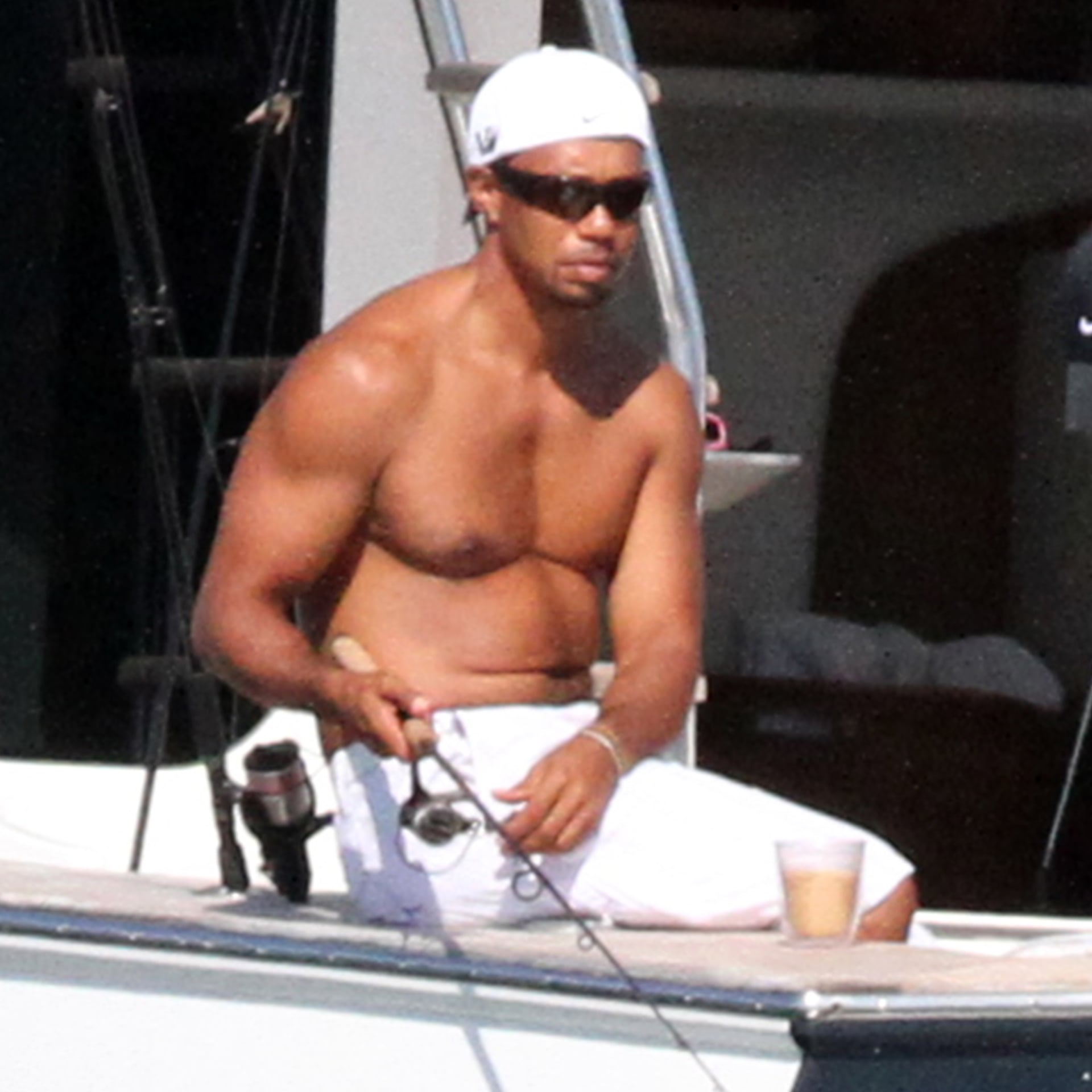Tiger Woods Shirtless (1 Photo)