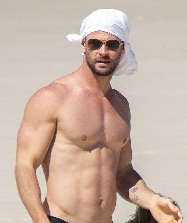 Chris Hemsworth shirtless and underwear photos - Naked