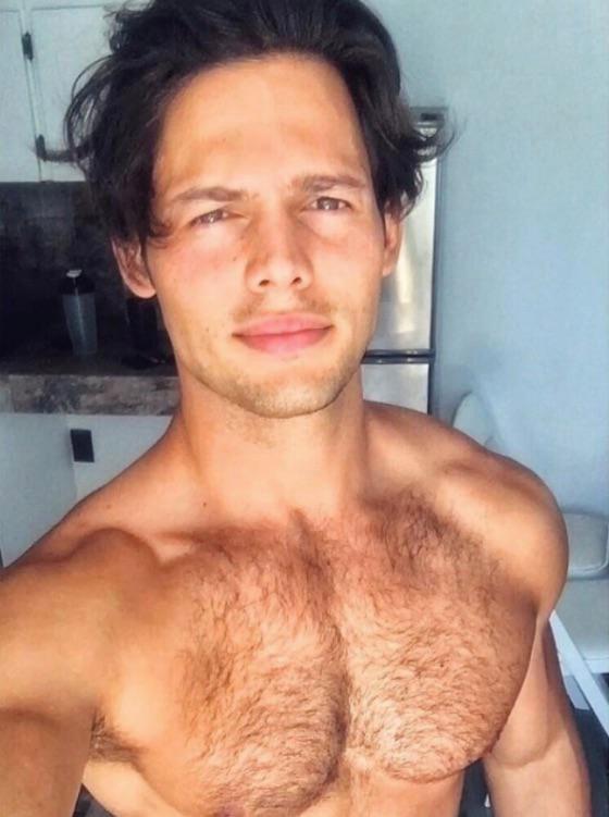 Emmanuel Palomares Shirtless (1 Photo)