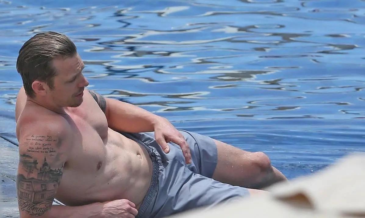 Joel Kinnaman Sexy (1 Photo)