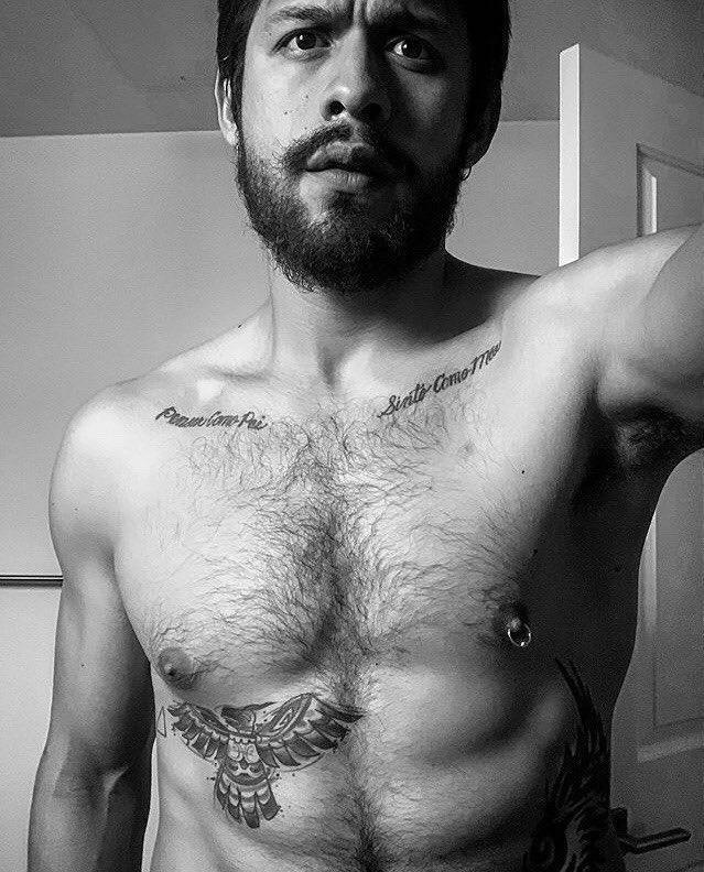 David Castañeda Shirtless (1 Photo)
