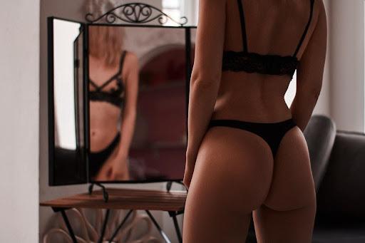 Porn Videos vs Live Cam Shows – What's Better?